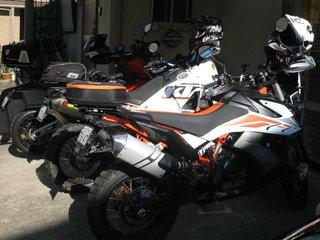 KTM990KTM790.JPG